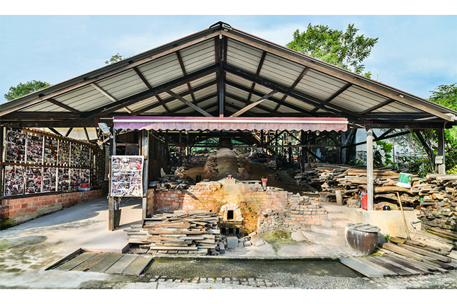 Tour to the oldest Dragon Kiln in Singapore